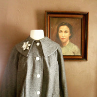 Outer Dark 1950s Grey Coat with Oversized Collar/Pearl Buttons/Aurora Borealis Flower Pin