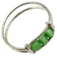 Green Beaded Ring Vintage Band Silver Tone Size 5 r241
