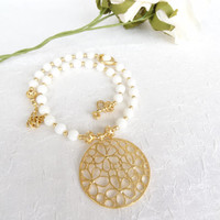 White Mother of Pearl Necklace, Wedding Jewelry, Flowers Pendant Necklace, Gemstone Necklace, Gold Necklace, Wedding Necklace