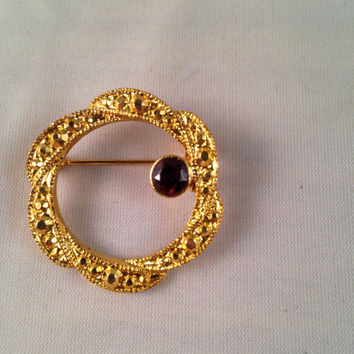 Gold Brooch With Ruby Stone, Vintage Small Round Pin, Circular Round Wreath in Gold Metal, Ladies Retro Costume Jewelry on Sale!