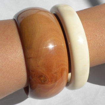 Chunky Bangle Bracelets 70s White Organic Material and Brown Wood Two Piece Lot Gift for Her Gift for Teenager Earthy Jewelry Simple Fashion