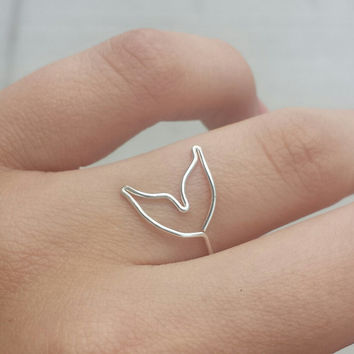 Mermaid Tail Ring || One Sterling Silver Ring. Beach Jewelry. Nautical Wire Ring.