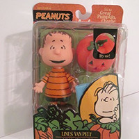 Peanuts: Great Pumpkin, Charlie Brown: Linus Van Pelt Figure (with blanket & light-up pumpkin)