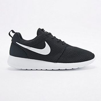 Nike Roshe Run Trainers in Black and White - Urban Outfitters b3a812000c74