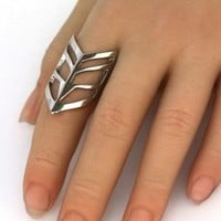 Bare Chevron Ring