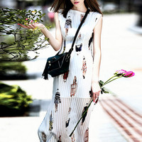 White T Stage Show Print Pleated Slit Maxi Dress