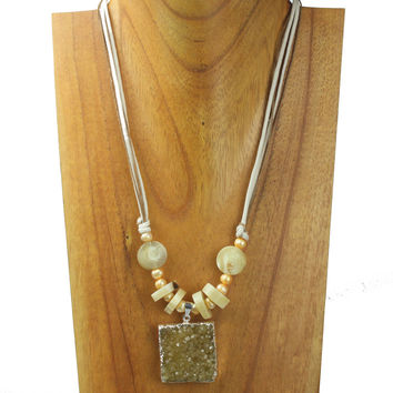 Horn necklace with pearls and druse. NS-104