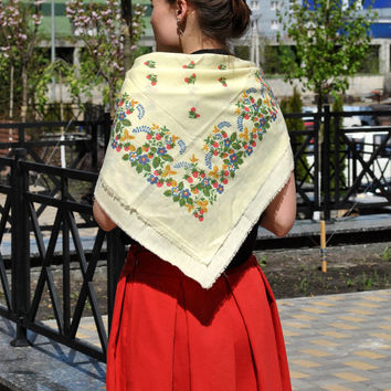 Big shawl Vintage ukrainian shawl Russian shawl Wool floral scarf Daffodil shawl Made in USSR Shawl with flowers Shawl in flowered Shawl