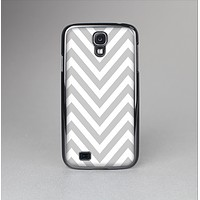 The Gray & White Sharp Chevron Pattern Skin-Sert Case for the Samsung Galaxy S4