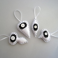 Retro Holiday decorations in white and black - Felt Christmas tree ornaments - set of four (4)