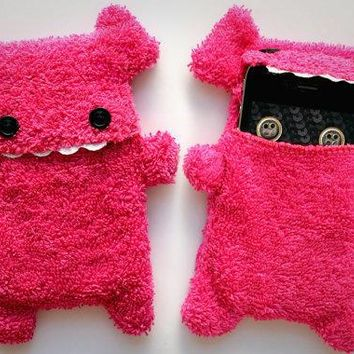 Fellfische   Fluffy Cellphone Case For Iphone 3 & 4   Pink Teeth