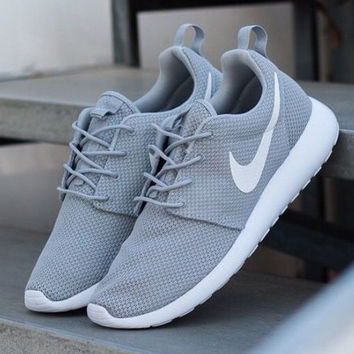 nike roshe run print gradient grey/pink church