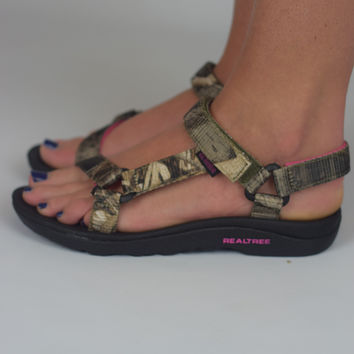 Brook Sandal by Realtree {Pink Camo}