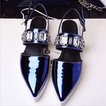 Fashion diamond pointed flat shoes