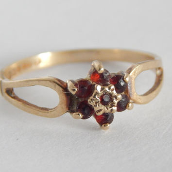 Hallmarked 9ct Gold Garnet Cluster Ring - 1980s Jewelry - Garnet Ring - Garnet Jewelry - Gold Ring With Garnet - Dainty Cluster Ring