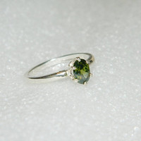 Girls sterling silver peridot ring