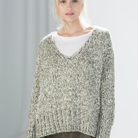 V-NECK TWIST KNIT SWEATER