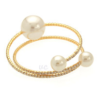 LUX PEARL BANGLE