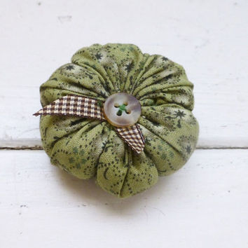 Tomato pin cushion, pin cushion, sewing notions, sewing room, ready to ship, handmade, tufted pincushion, pincushions for sale, green tomato