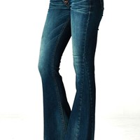 These stylish super flare denim jeans features stretchy ultra low-rise fit with slightly distress and faded detailing, belt loops, classic 5-pockets, exposed button fly closure. Pair with Free People braeburn booties, wedge or platform booties, fringe kimo