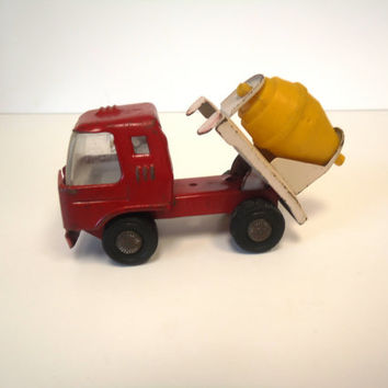 Vintage Japan Toy Truck  Cement Truck Mixer Die-Cast Metal