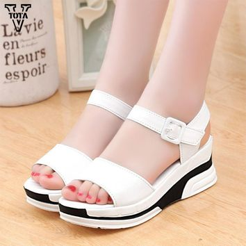 2017 Platform Sandals Women Summer Shoes Soft Leather Casual Shoes Open Toe Gladiator