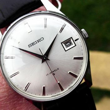 Seiko Vintage Manual Wind Mens Pre-Owned Dress Watch from The 1970's....35mm