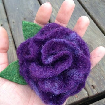 Flower Brooch, Wet Felt Rose Pin, Wool Scarf Pin, Home Decor, Mother's Day Gift: HANDMADE FIBER ART