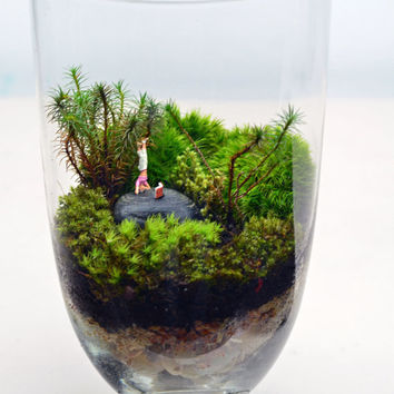 Mother's Day // Moss Terrarium // Little People // Headstand // Apothecary Jar // Living Home Decor // Green Gift