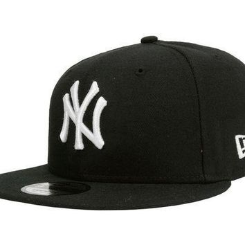 CREYDC0 New Era 9Fifty Hat Cap New York Yankees Black White NY Snapback S/M Size 950