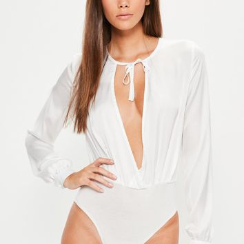 Missguided - Petite Exclusive White Plunge Tie Satin Bodysuit