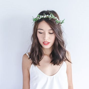 twiggy green and white rose hair wreath // woodland, berry twig headpiece, wedding hair accessory, headband, hair rose halo, crown.