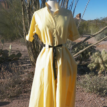 Vintage Dress. Day Dress. Yellow and Black. Button Up Front. Size M / 8. Full Skirt
