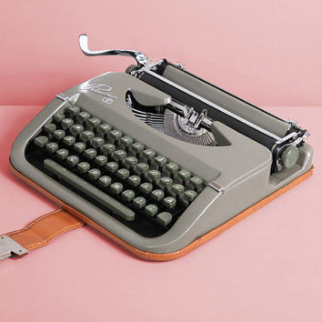 Rare 1953 Princess Typewriter. Mid century. Excelent condition, fully working. German portable vintage typewriter. Gray Green. With Case.