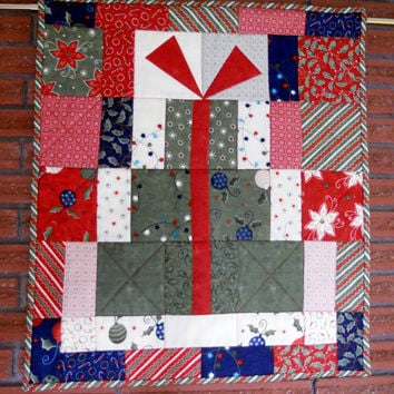 Christmas Presents Quilted Wall Hanging Table Runner Red Green Navy