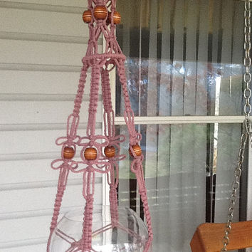 Macrame Plant Hanger in mauve, lavender 4 mm Polyolefin cord with brown wooden beads and birdcage design