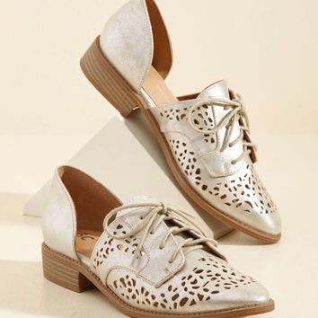 Skip-Top Shape Oxford Flat in Cutouts