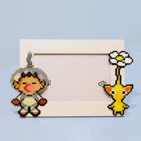 Pikmin Picture Frame - Photo Frame with Captain Olimar & a Pikmin Of Your Choice - Yellow, Purple, Red or Blue