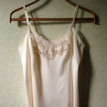 Lace Camisole pale peach blush shell pink tank slip top vintage 70s 80s honeymoon lingerie women 34 medium Vanity Fair