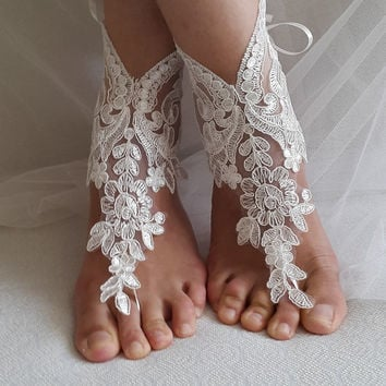 accessories, of white lace,   wedding sandals,  shoes,   free shipping!   Anklet,   bridal sandals,  bridesmaids,  wedding  gifts.......