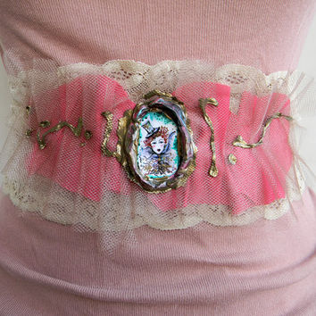 Waist belt fashion belt textile tulle lace layers cameo leather belt vintage accessories wearable art body jewelry pastel pink nude lace mod