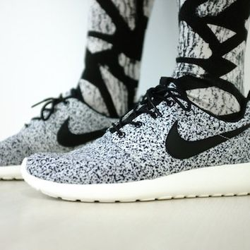 Nike Wmns Roshe Run Black Sail (511882-003) (6.5 B(M) US)