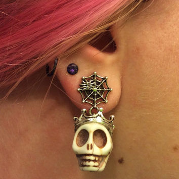 1/2 7/16 00g 0g 2g 4g 1 PAIR White Halloween Día de Muertos Day Of The Dead - Carved Howlite Sugar Skull Plugs