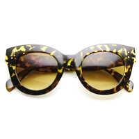 Womens Oversize Bold Cat Eye Frame With Rivet Accents 9471