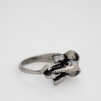 Elephant Hugging Ring - Silver