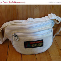 ON SALE Vintage 80s off white fanny pack/ bum bag / hip bag / belt bag / tourist hip pouch/ cross body purse /unisex/ nylon pouch / eggshell