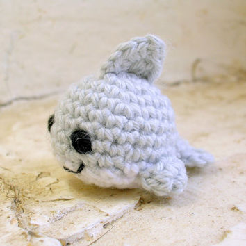 Crochet cute little shark, amigurumi shark, amigurumi fish plush, cute crochet fish toy, amigurumi animal doll, amigurumi keychain