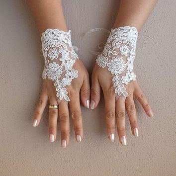 ivory wedding glove, Bridal Glove, ivory, lace gloves, Fingerless Gloves, cuff wedding bride, bridal gloves, ivory, Free Ship,