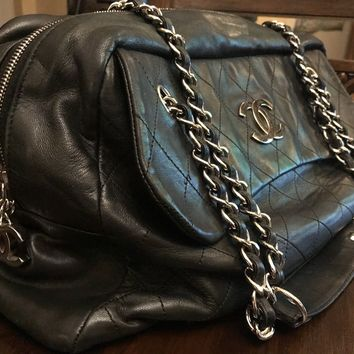 Beautiful Authentic Large Chanel Shoulder bag w zipper closure Unique was $4,800
