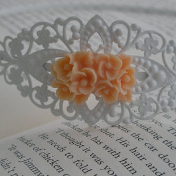 Vintage style headband - Flower headband- Peach and white flower filigree headband- Peach headband- White headband- Filigree headband